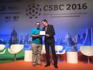 Professor Cristiano Maciel recebendo o Prêmio Associado Destaque da SBC na Abertura do CSBC 2016 pelas ações do Meninas Digitais