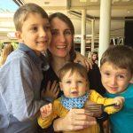 Juliane e os filhos Bruno(7), Gabriel(5) e Felipe(1)