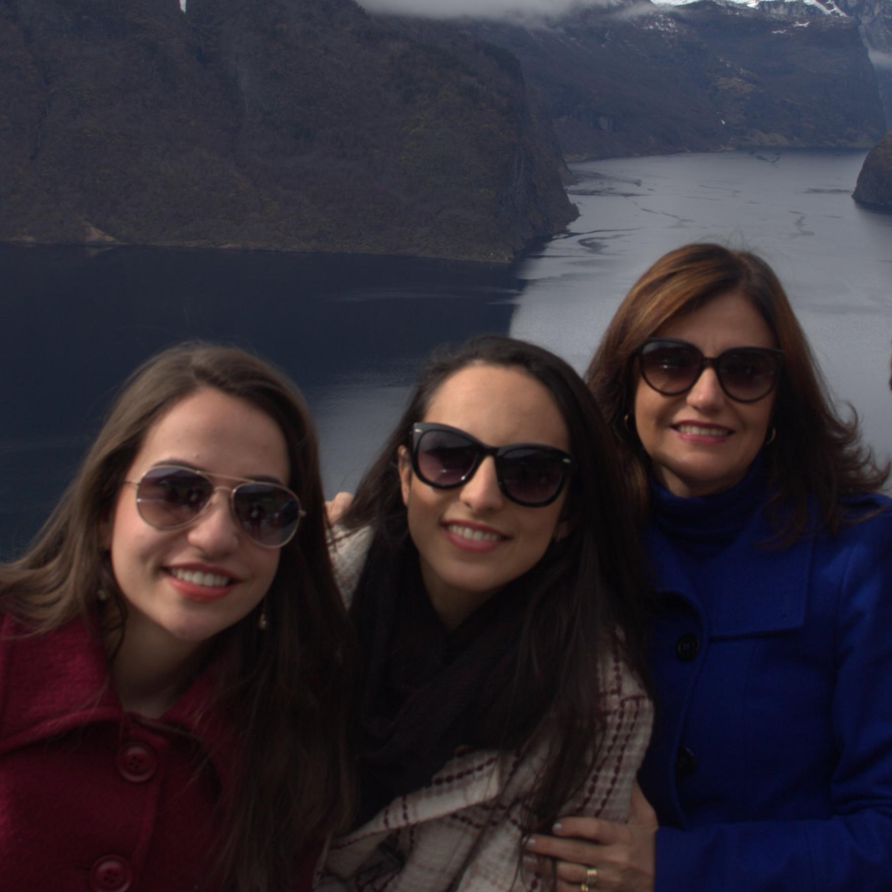 Thais Batista, Larissa e Cristina