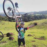 Moreno e sua bike e uma vista de tirar o fôlego