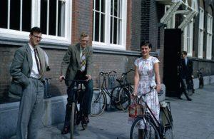 Edsger Dijkstra, B.J. Loopstra e Maria Debets em Amsterdam.