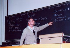 Dikstra dando aula durante uma conferência em Zurich.