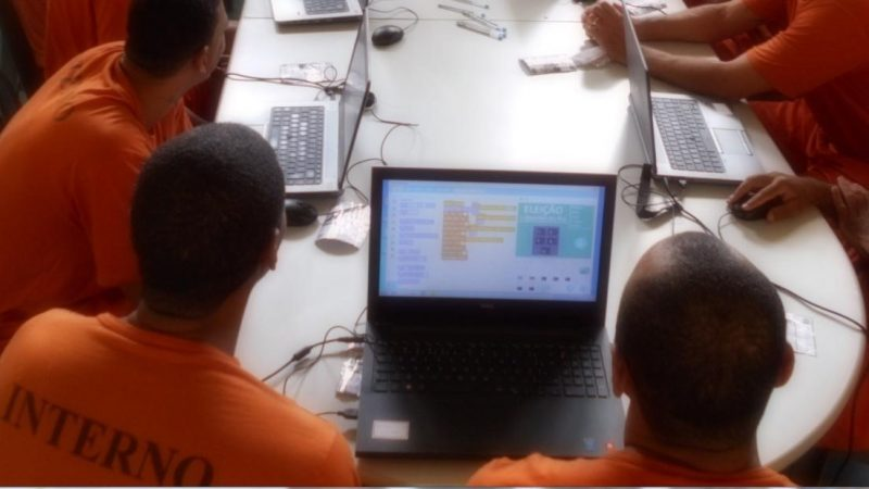 Recompilando o futuro: pensamento computacional e ensino de programação para pessoas presas
